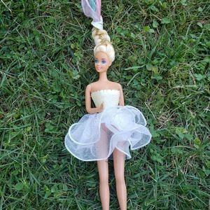 """1989 """"Ice Capades"""" Vintage Barbie Doll"""